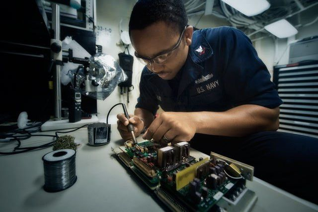 Navy Electronics Technician Careers : Navy.com