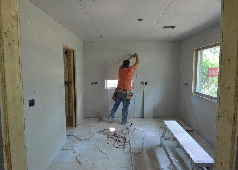 Hanging drywall, day 5 | Leonhouse