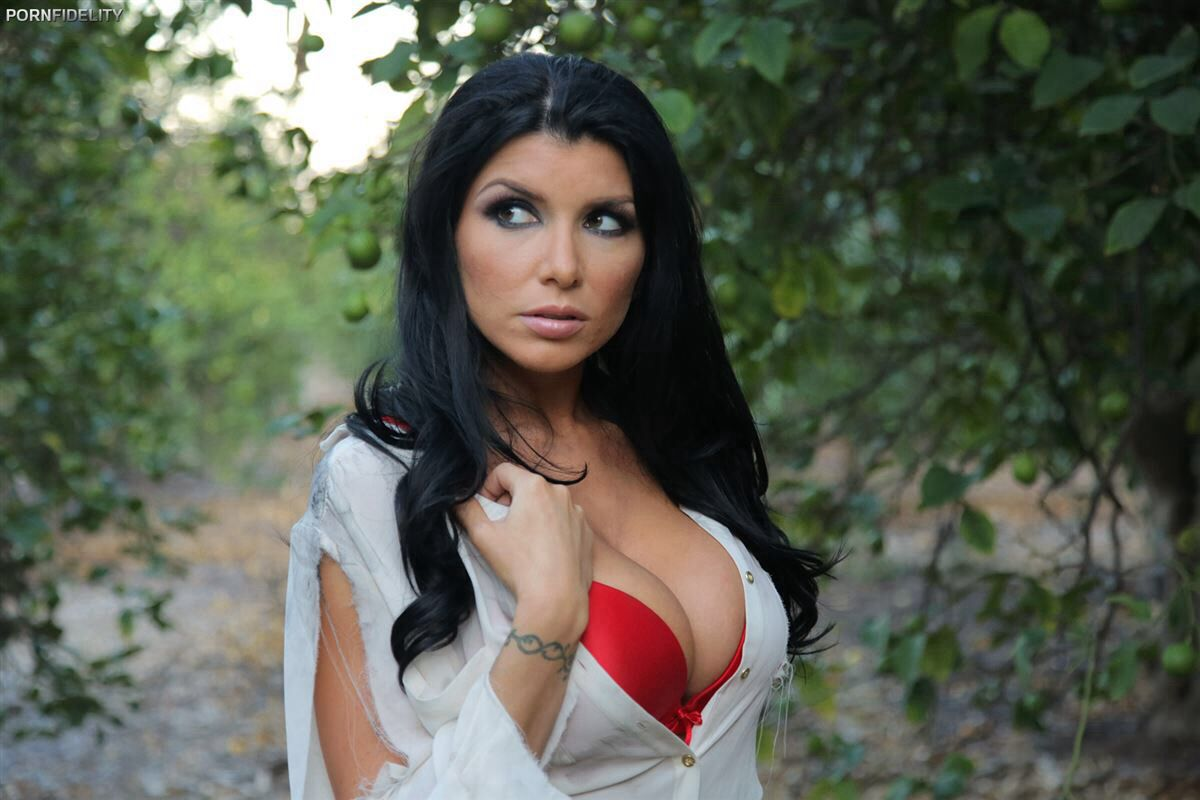 Romi rain wants a man that would do anything for her 10