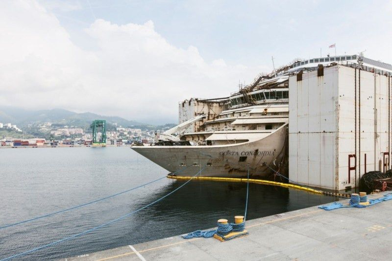 This Photographer Snuck Into the Wrecked Cruise Ship Costa Concordia