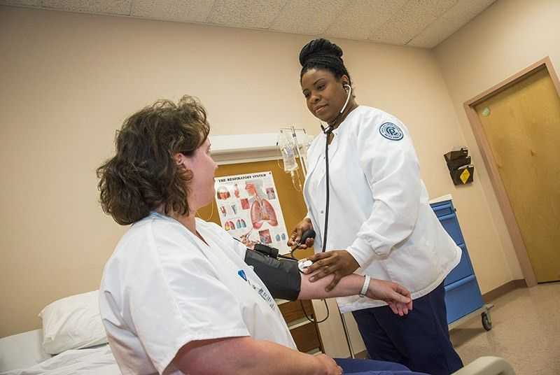 4 Reasons to Become a Medical Assistant
