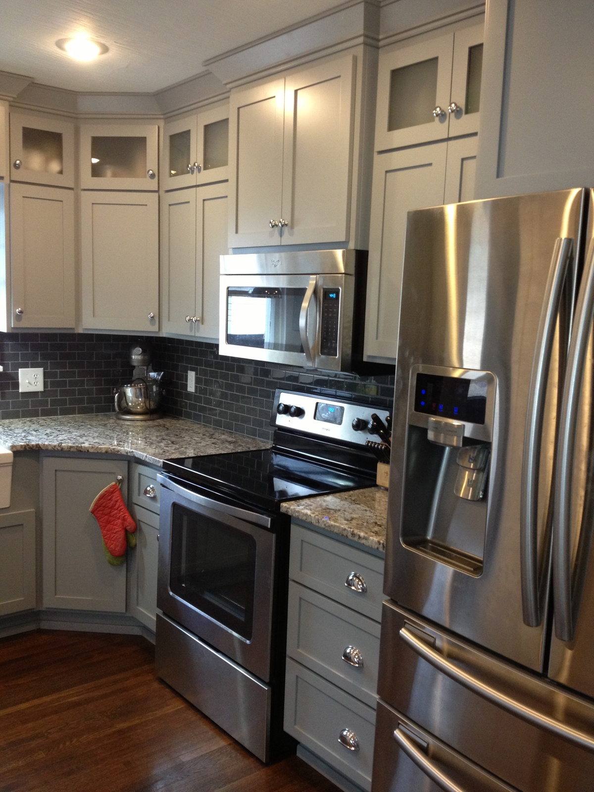 Grey shaker kitchen shaker kitchen cabinets and knobs and for What is a shaker kitchen