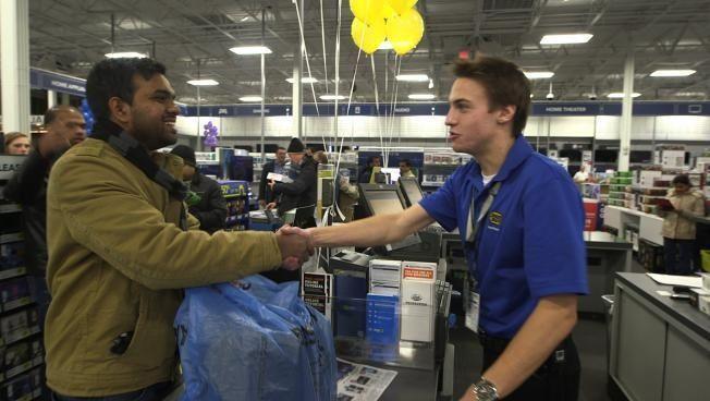 Associate shakes hands with c... - Best Buy Office Photo | Glassdoor