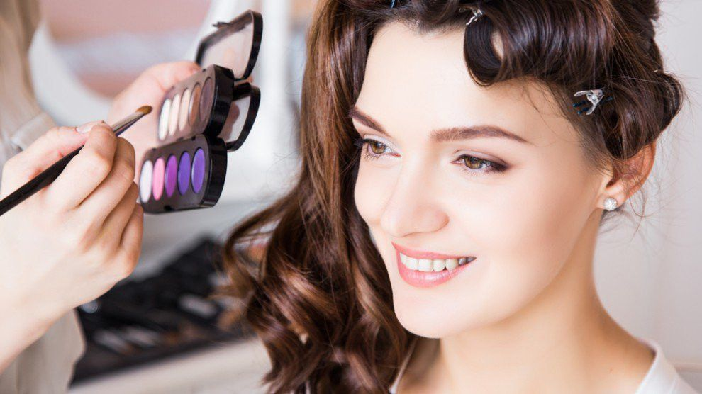 Makeup Artist Career: Salary, Education, Job Description, Skills