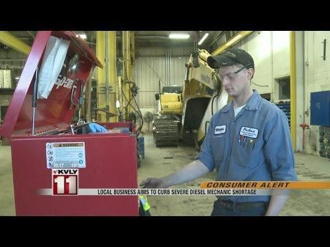 Diesel Mechanic Training Career Outlook | TrainingFYI
