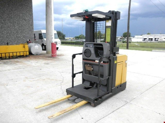 Used Forklifts - Electric Order Picker - Export Specialist