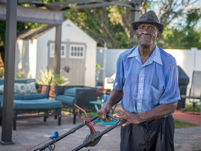 83-Year-Old Florida Man Walks Miles to Mow Customers' Lawns