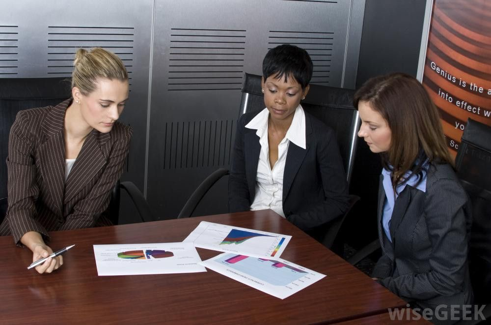 What Are the Responsibilities of a Financial Analyst?