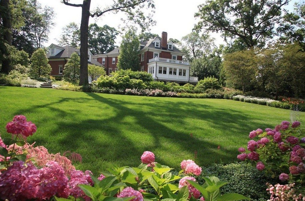 10 Essential Lawn Care Tips for Your Late Summer Home - Freshome.com