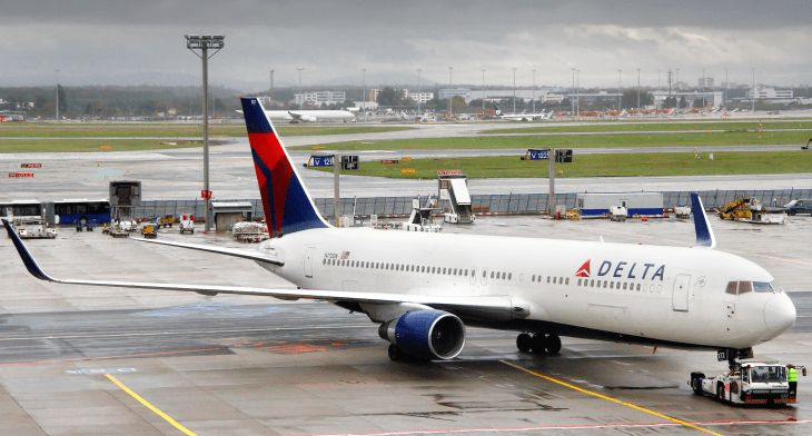 Delta Ramp Agent Struck by Tug at LaGuardia Airport - Points Miles ...