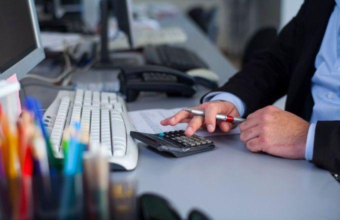 Financial Data Analyst: Job Description & Average Salary ...