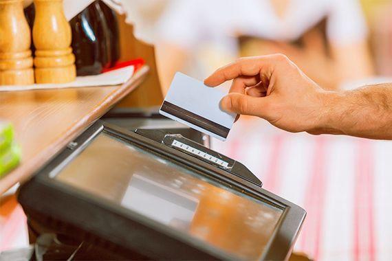 Bartender job description: what does it entail?
