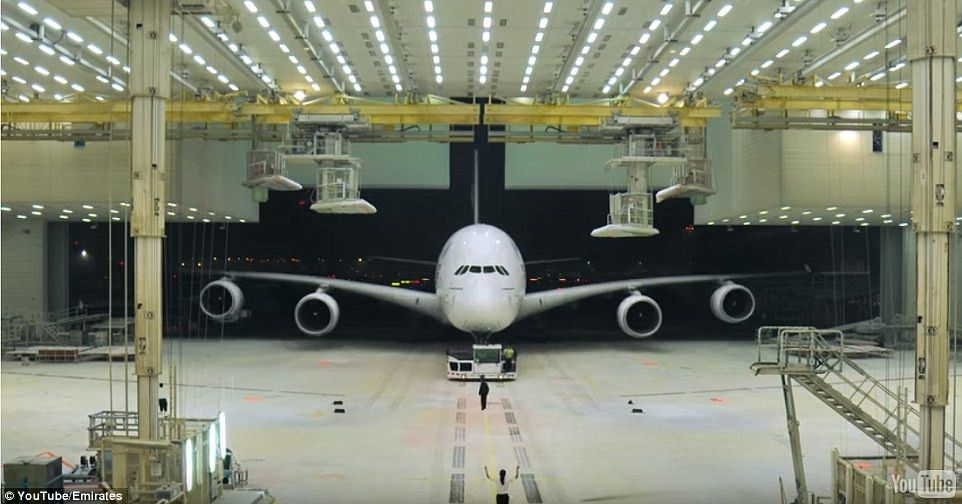 Amazing time-lapse video shows Airbus A380 getting a makeover ...