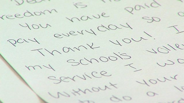 High school students honor WWII veterans with special 'mail call ...