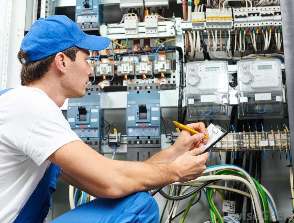 What does a Substation Electrician do? (with pictures)