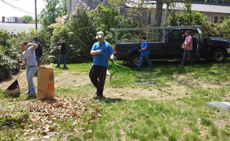 Spring yard clean up tips | HireRush Blog