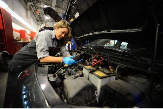 Column: Women mechanics face Mad Men moments at work: Porter ...