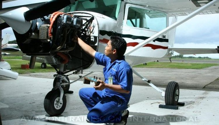 How to become an Aircraft Maintenance Engineer | Synonym