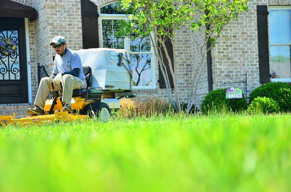 Naperville, Illinois ponders noise ordinance for landscapers