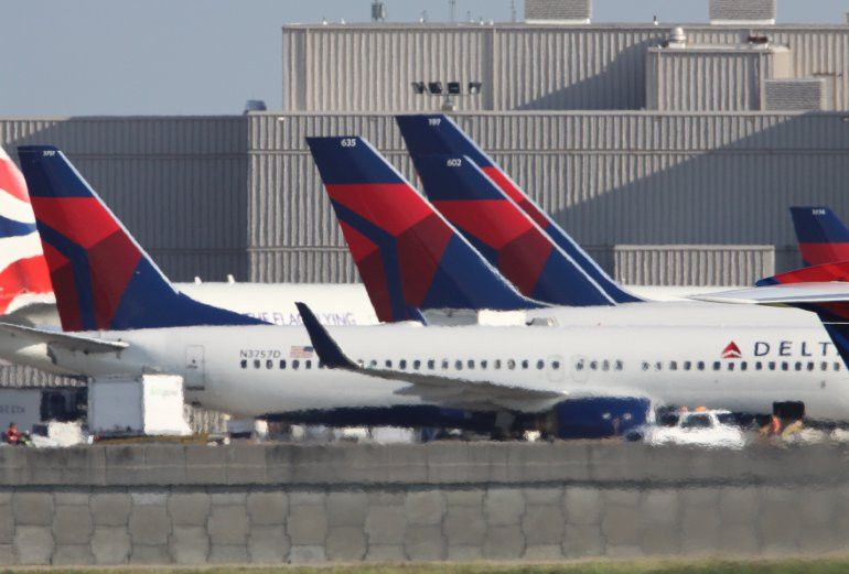 Delta employee arrested with more than $282,000 in backpack ...