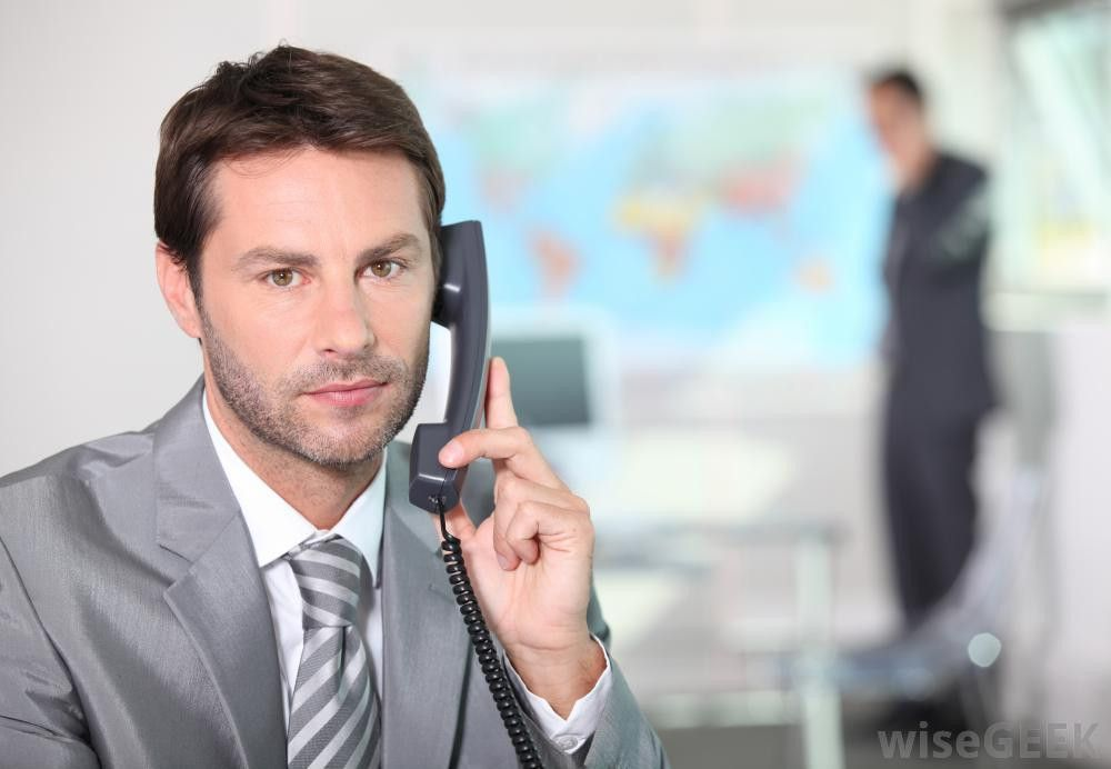 What does an Inside Sales Representative do? (with pictures)