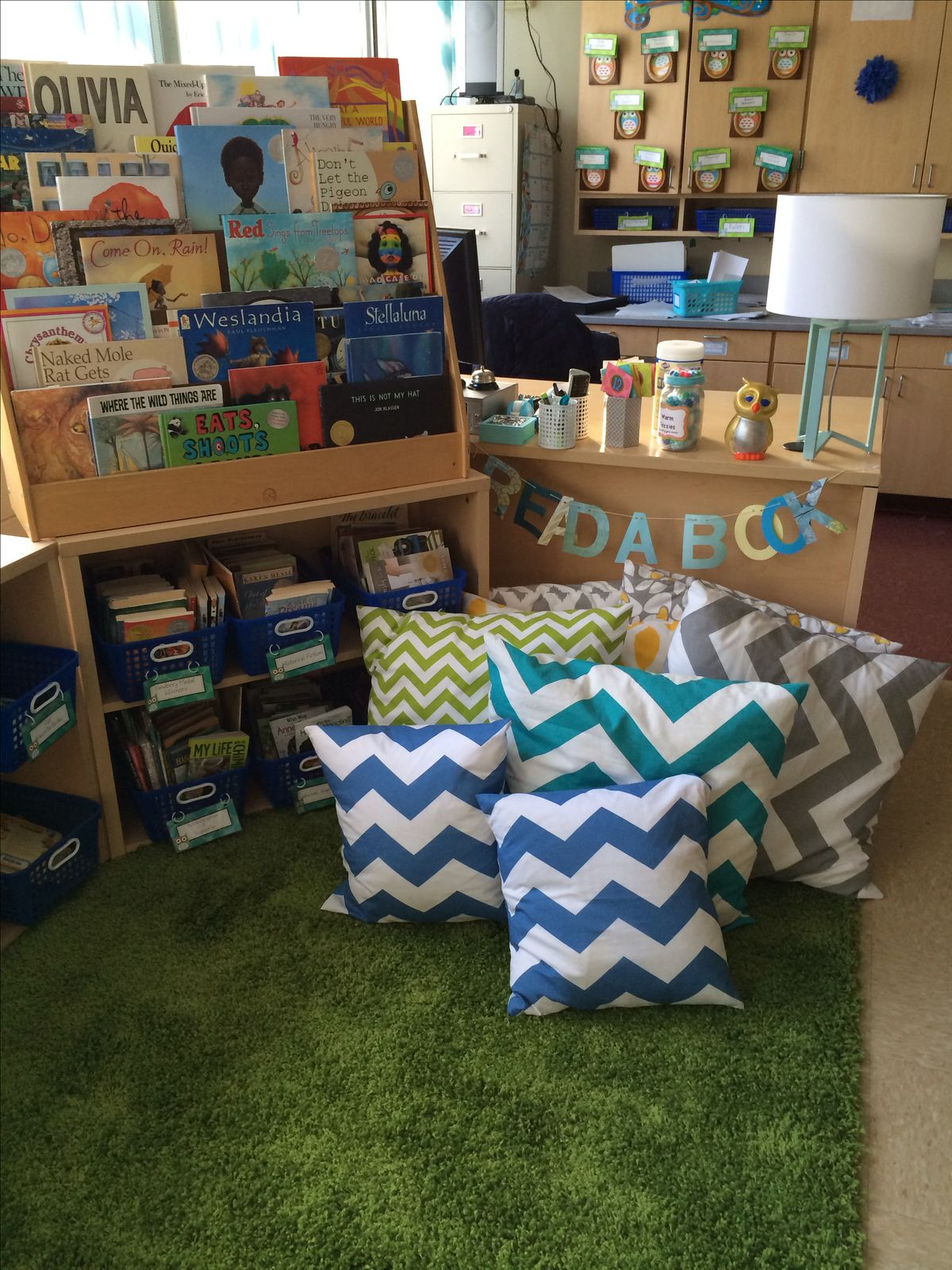 Reading Classroom Decor ~ Book ledge easels and storage tubs on pinterest