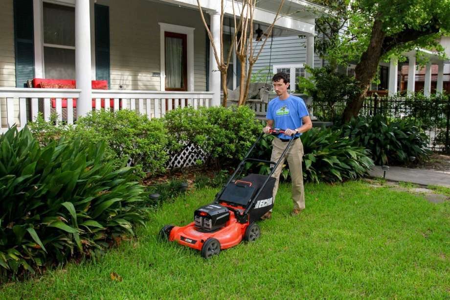 Local business keeps lawn care 'green' - Houston Chronicle