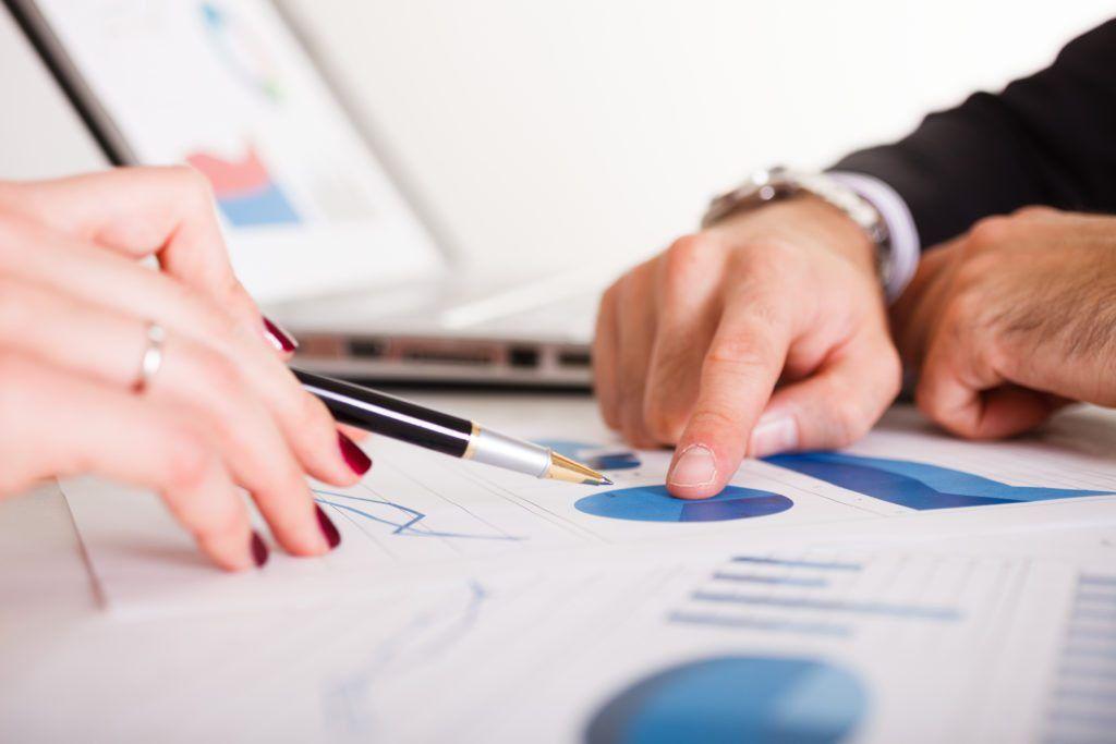 Pros and Cons of Hiring a Financial Advisor | RothIRA.com