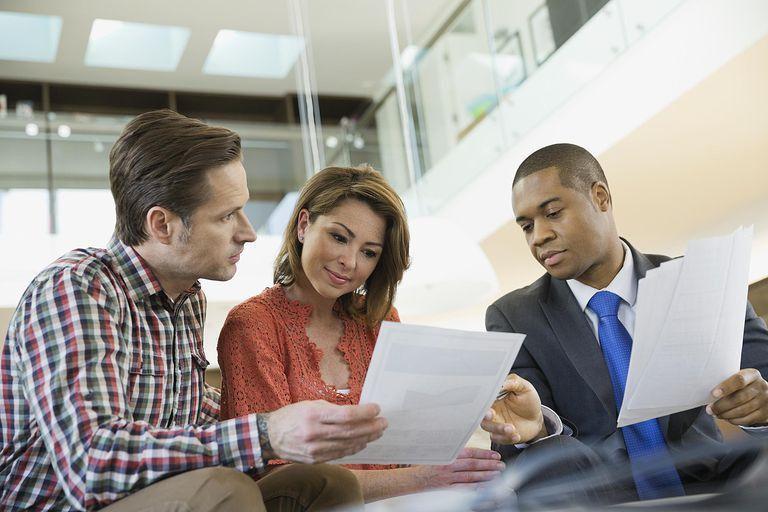 Financial Advisor Job Description and Salary Information