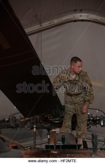 Uh 60 Mechanic Stock Photos & Uh 60 Mechanic Stock Images - Alamy