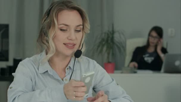 Call center specialist multitasking at work — Stock Video ...