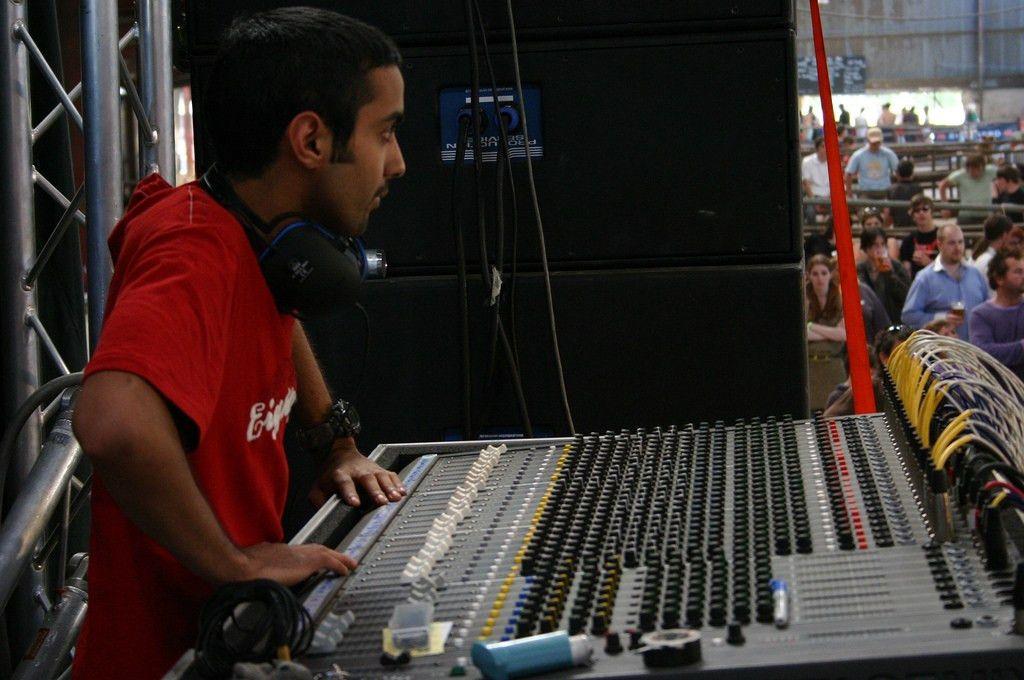 Live sound mixing - Wikipedia