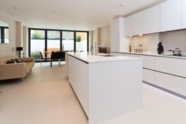 White-Kitchen-Cabinets-Design-with-Mirror-Backsplash-White-Kitchen - ikea küche kaufen