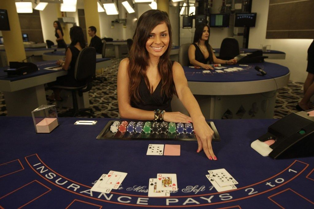 A Primer In Making It In The World Of Casino Dealing - Leon Gaudi