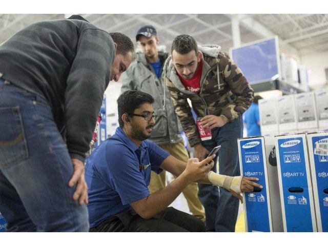Black Friday bargain hunters swamp Ottawa-area stores   CFC中文网