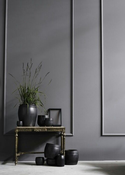 Wall paneling in black P Matt Black Walls with Carrara Marble