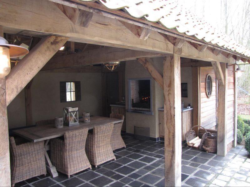 Tuinhuis met overdekt terras en haard for Overdekt terras model