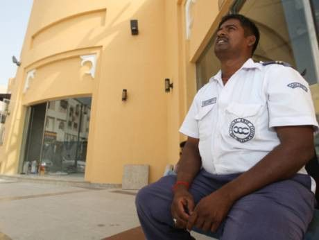 Dubai security guards are overworked and underpaid | GulfNews.com