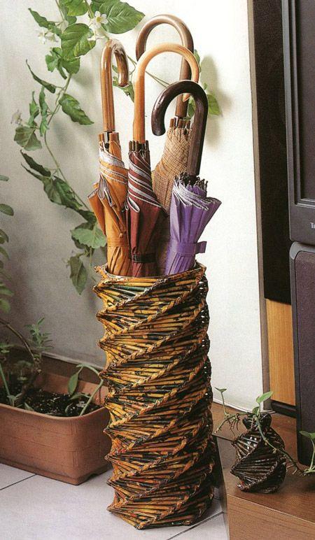 Подставка для зонтов. Плетение из газет