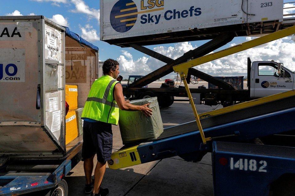 Closing an Airport Security Gap: Employee Screening - WSJ