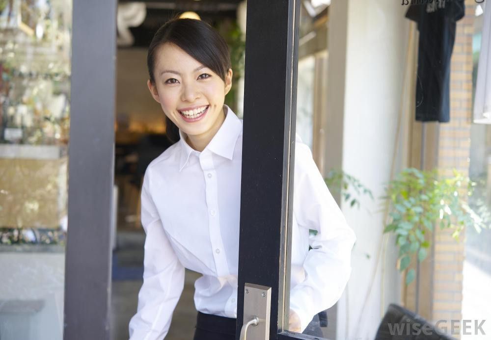 What Does a Restaurant Hostess Do? (with pictures)