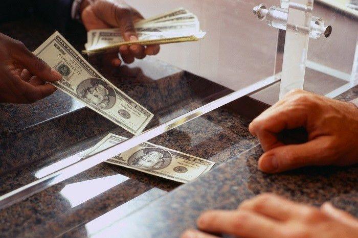 Bank Teller Job Description and Career Outlook