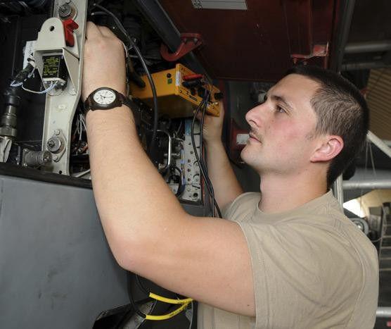 Avionics Technician: Job Description | Aviation Job Search Blog