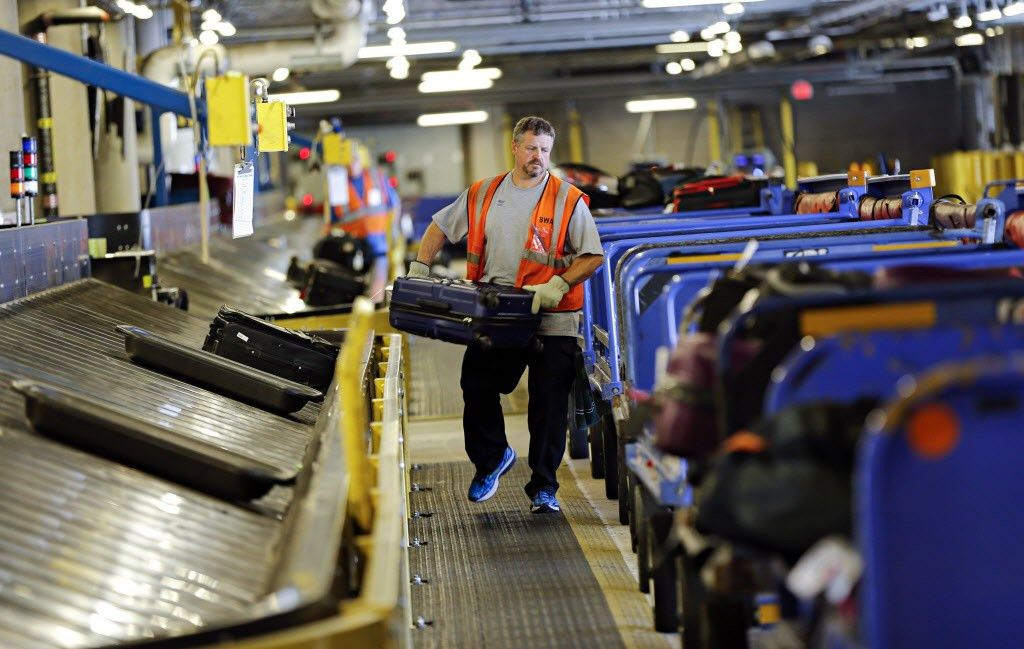 southwest airlines ground crew workers agree to new 5 year ...