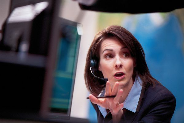 Stockbroker Qualifications - Woman