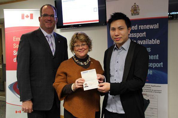 Minister Ablonczy Celebrates Canada's Simplified Passport Renewal ...