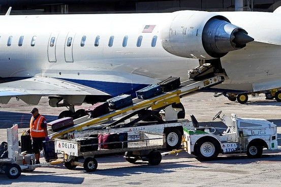 feds bust alleged delta airlines gun smuggling ring abc news ...