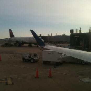 Delta Air Lines - 41 Photos & 61 Reviews - Airlines - 2605 S Clark ...