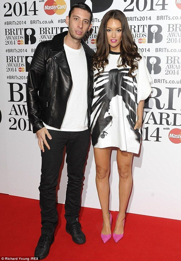 Example's wife Erin McNaught announces pregnancy on Twitter ...