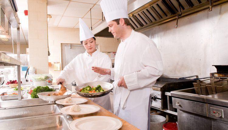 Duties and Responsibilities of Commis Chefs | Career Trend
